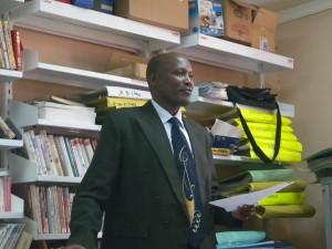 発表中のMichael Oloka Obbo氏(ウガンダ)